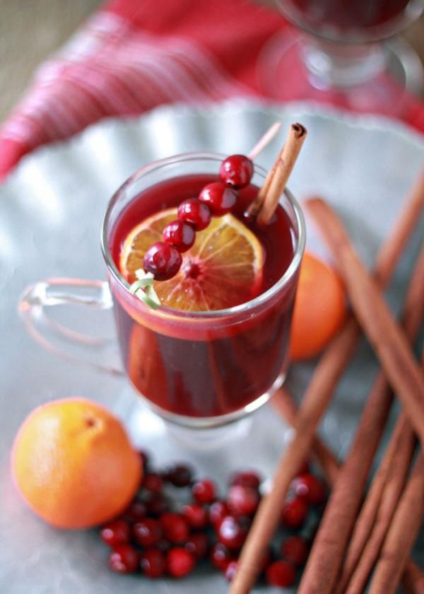 Holiday Cocktail Recipe: Crock Pot Cranberry-Orange Mulled Wine
