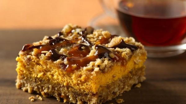Thanksgiving Recipes: Pumpkin Streusel Cheesecake Bars